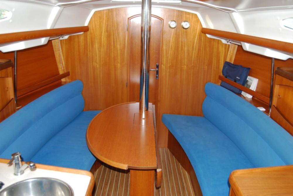 Rental Sailboat in Port du Frioul - Jeanneau Sun Odyssey 32.2
