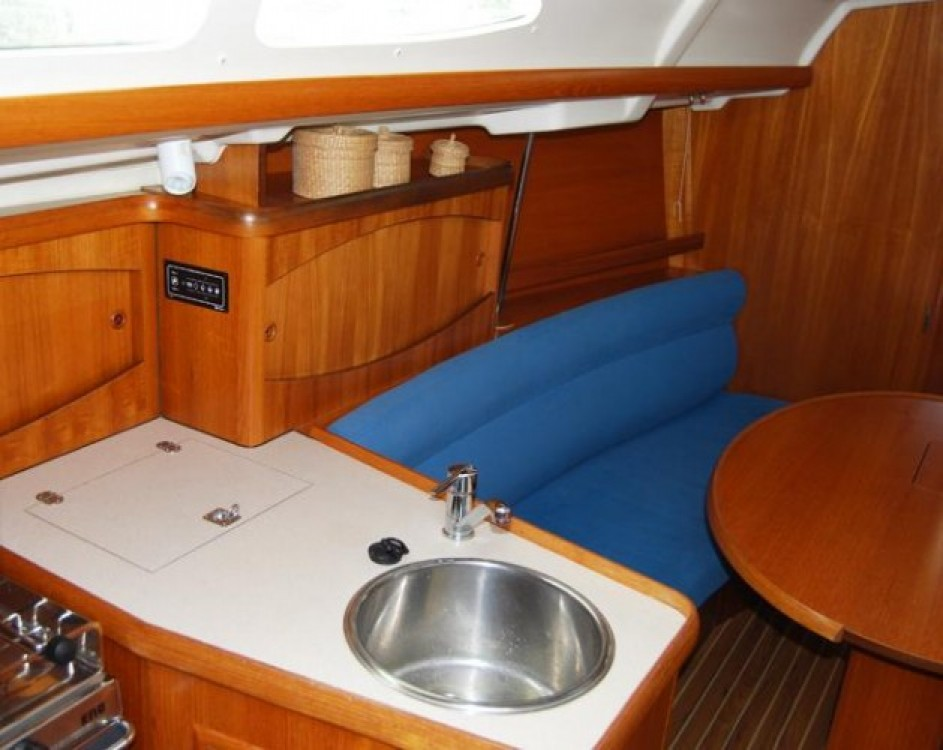 Hire Sailboat with or without skipper Jeanneau Port du Frioul