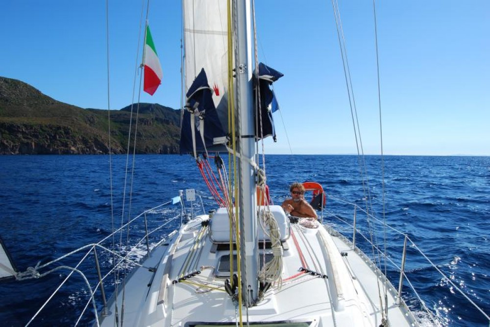 Rental yacht Port du Frioul - Jeanneau Sun Odyssey 32.2 on SamBoat