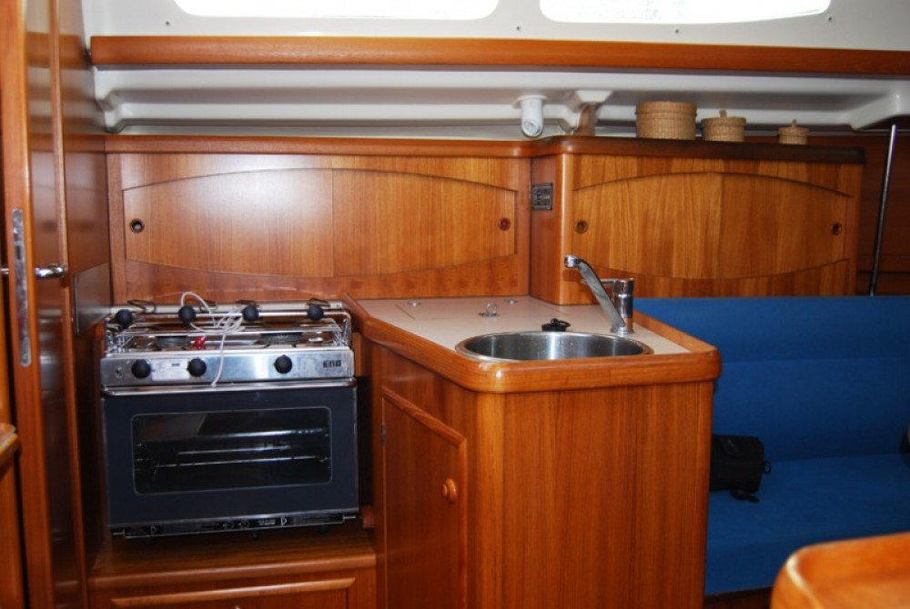 Sailboat for rent Port du Frioul at the best price