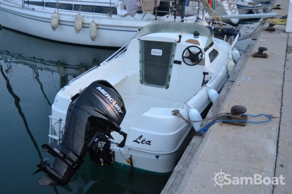 Bateau à moteur à louer à Martigues au meilleur prix