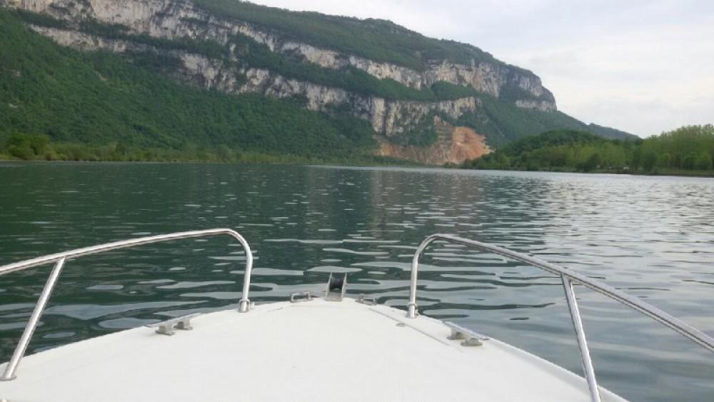 Louer Bateau à moteur avec ou sans skipper Jeanneau à Virignin