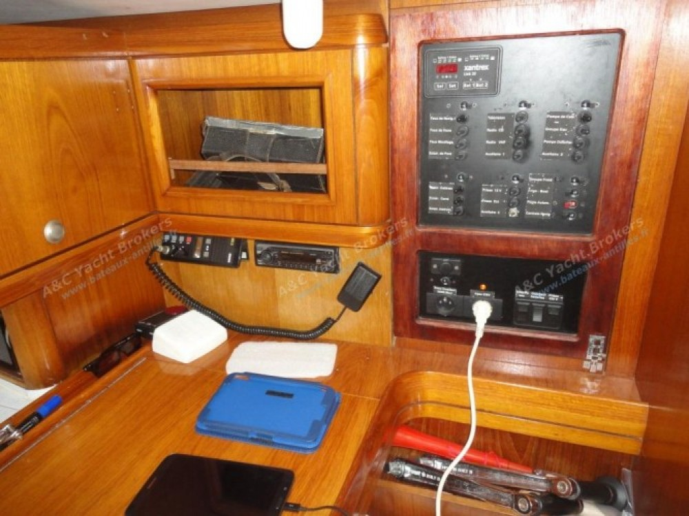Jeanneau Sun Odyssey 47 tra personale e professionale Marina du Marin