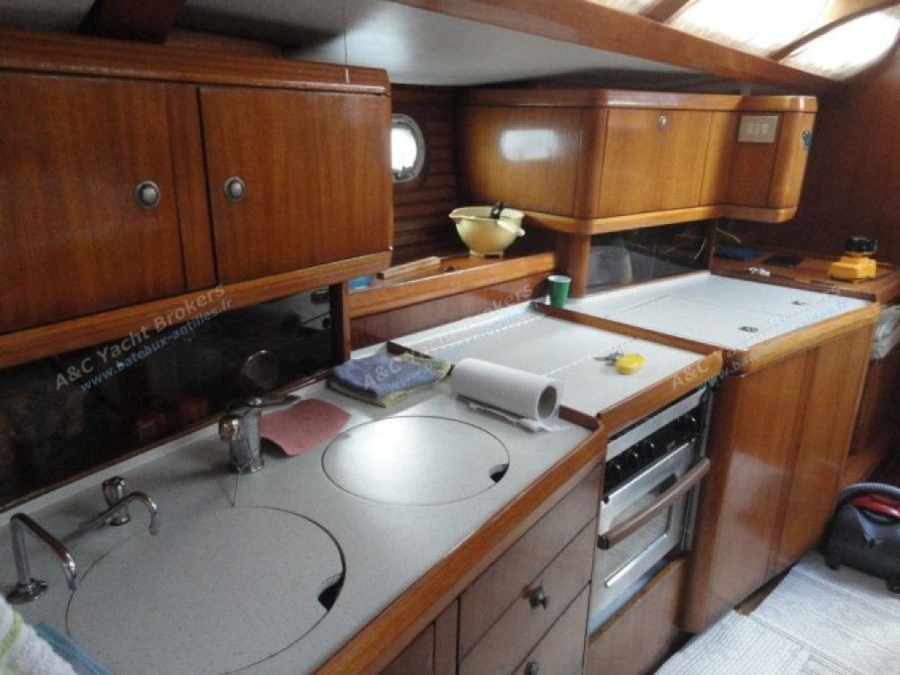 Barca a vela a noleggio Marina du Marin al miglior prezzo