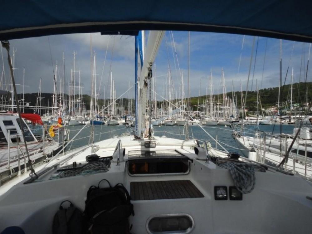 Louer Voilier avec ou sans skipper Jeanneau à Marina du Marin