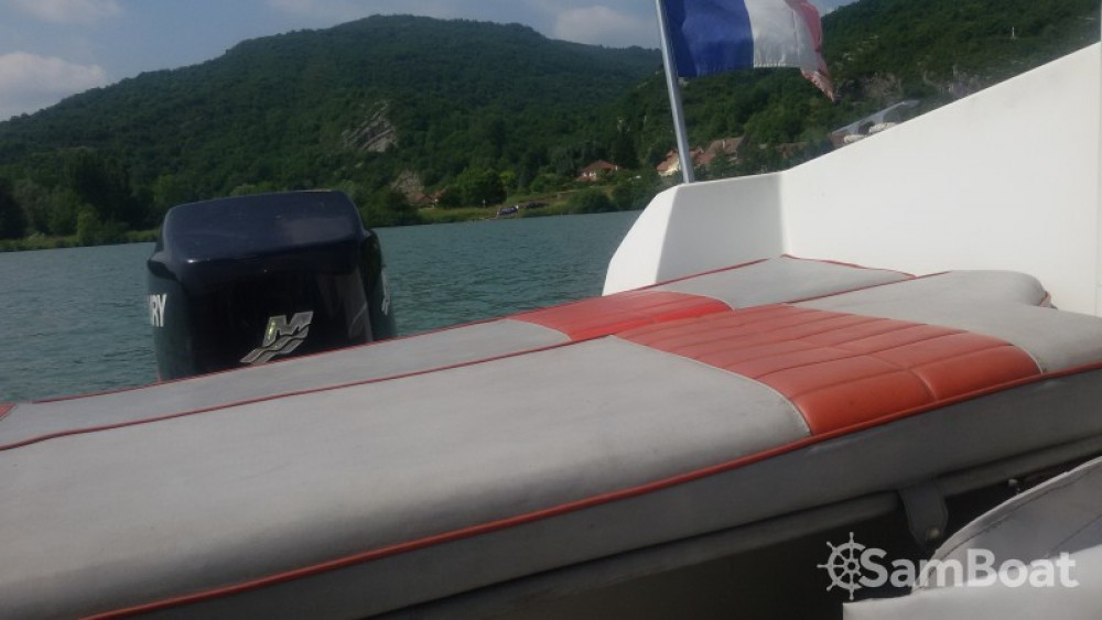 Hire Motor boat with or without skipper Jeanneau Virignin