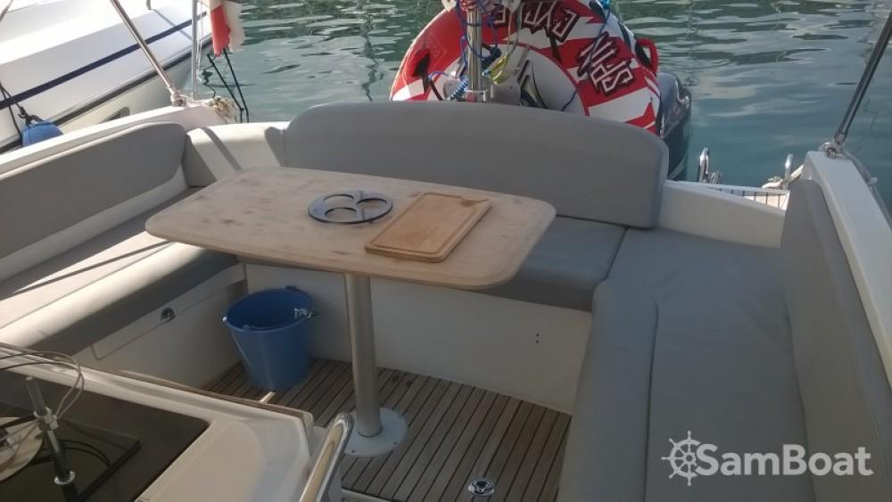 Louer Bateau à moteur avec ou sans skipper Bénéteau à Bastia
