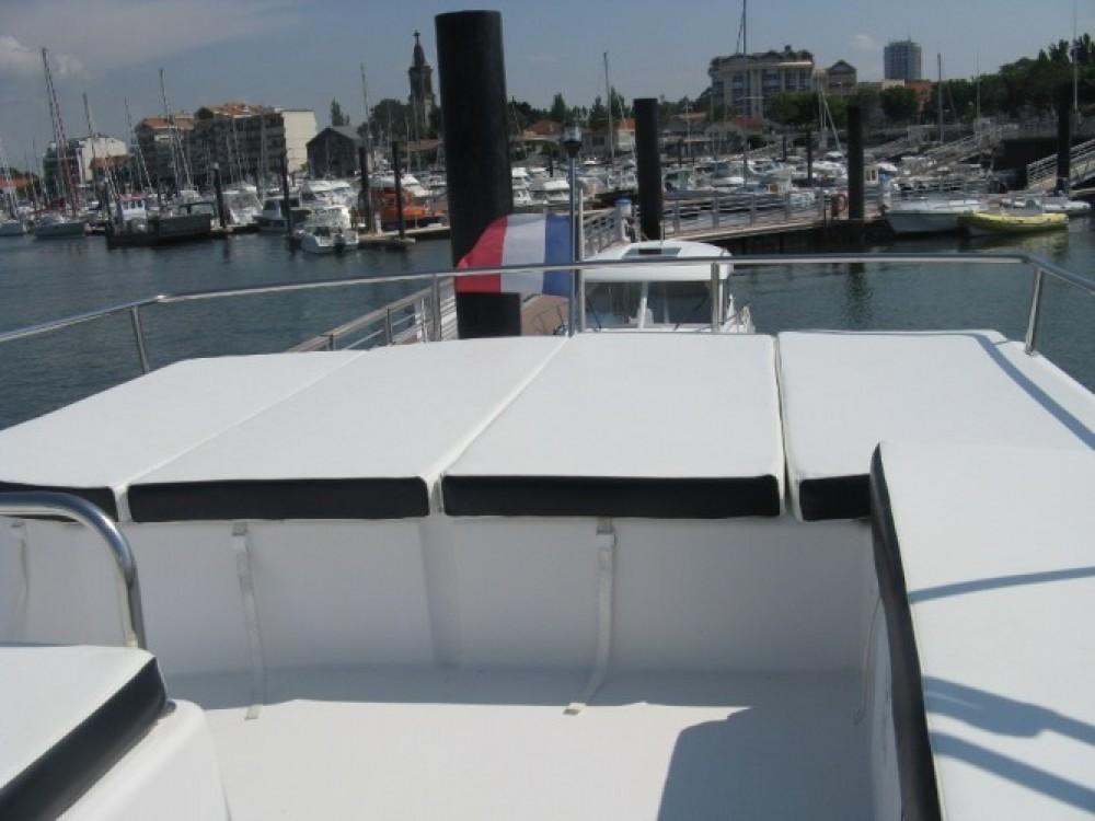 Verhuur Motorboot Fountaine Pajot met vaarbewijs