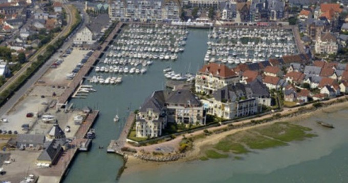 Motor boat for rent Dives-sur-Mer at the best price