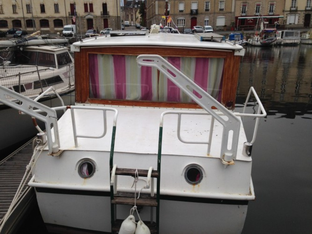 Motor boat for rent Redon at the best price