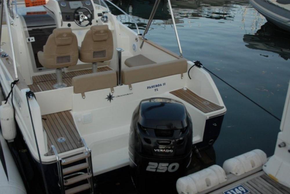 Location bateau Jeanneau Cap Camarat 7.5 WA à Hyères sur Samboat