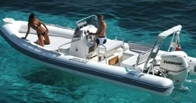 Louer Semi-rigide avec ou sans skipper Joker Boat à Hyères