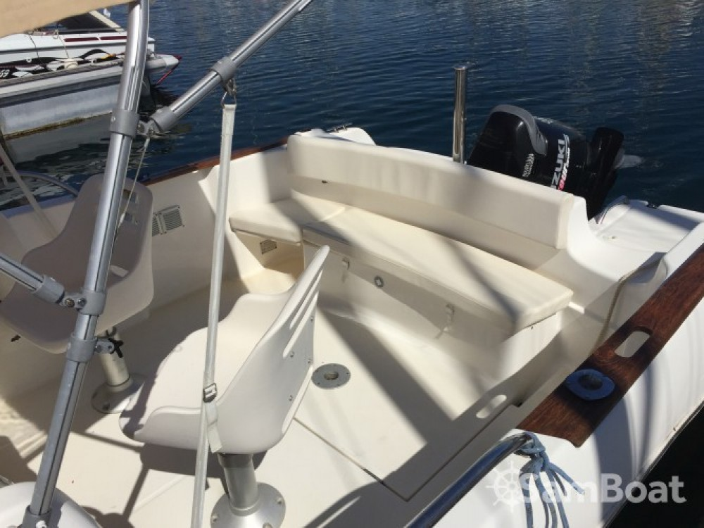 Motor boat for rent Saint-Quay-Portrieux at the best price