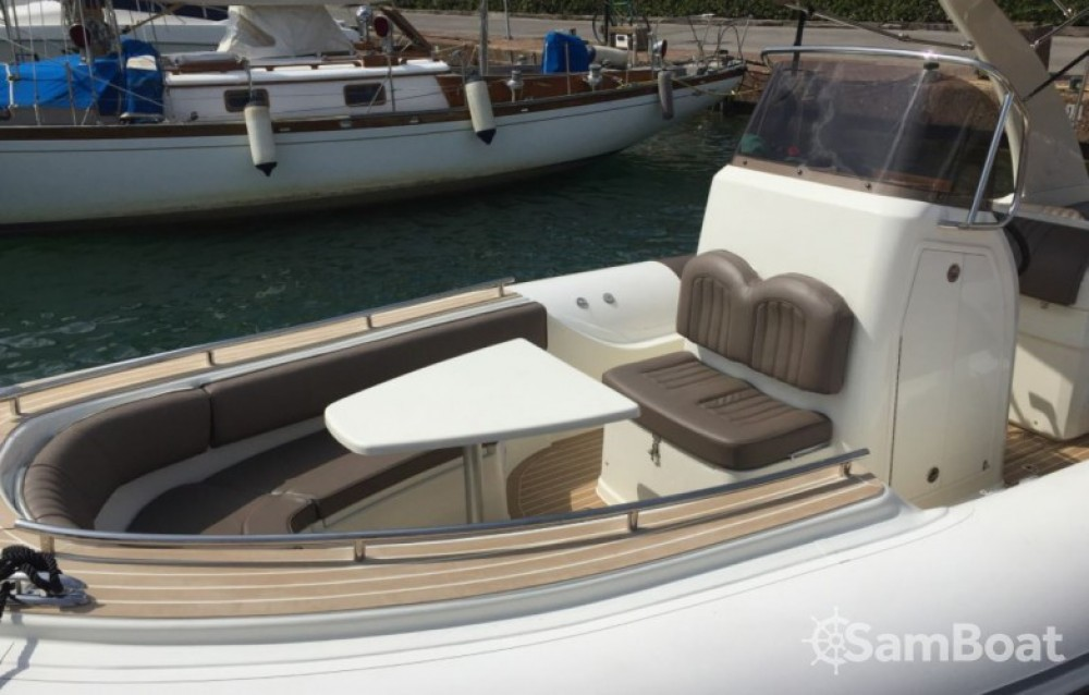 Wimbi Boats W9i between personal and professional Cogolin