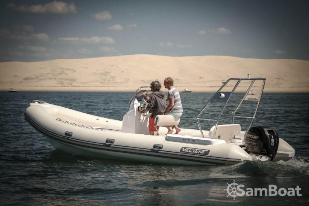 Louer Semi-rigide avec ou sans skipper Valiant à Lège-Cap-Ferret