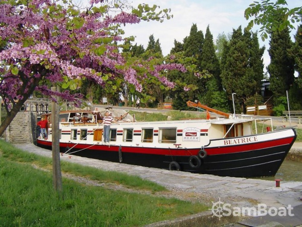 Hire Houseboat with or without skipper Canal-Du-Midi Portiragnes