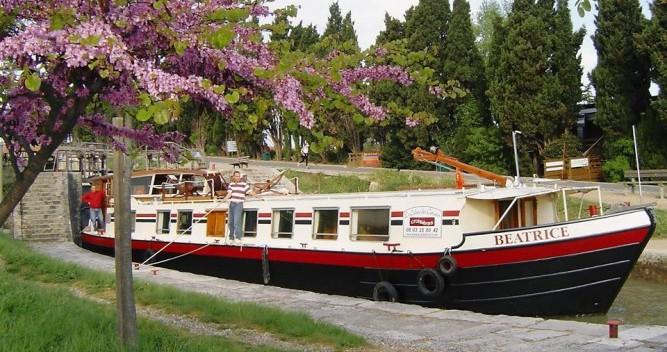 Boat rental Canal-Du-Midi Péniche in Portiragnes on Samboat