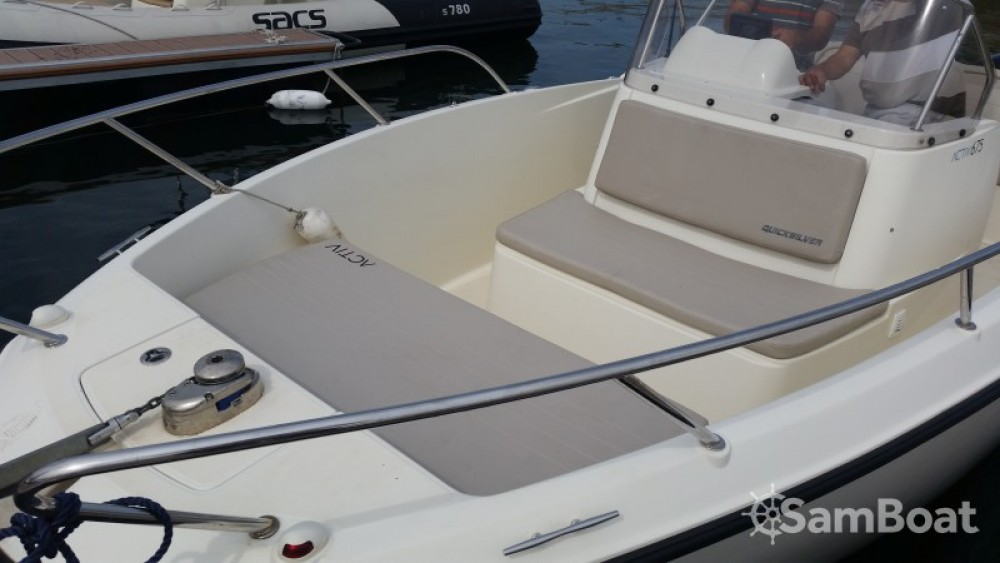 Boat rental Quicksilver Activ 675 Open in Parentis-en-Born on Samboat