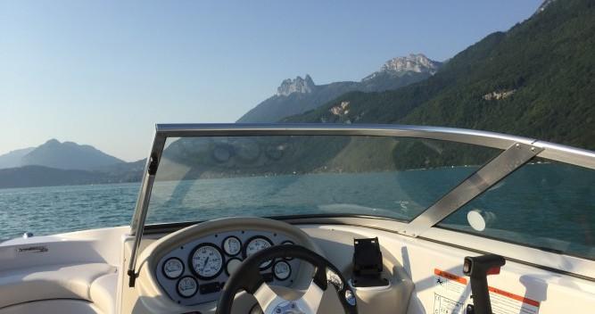 Louer Bateau à moteur avec ou sans skipper Glastron à Annecy