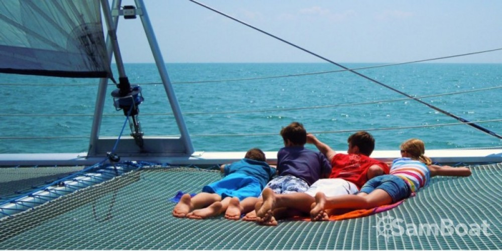 Louer Voilier avec ou sans skipper Naval Force 3 à La Rochelle