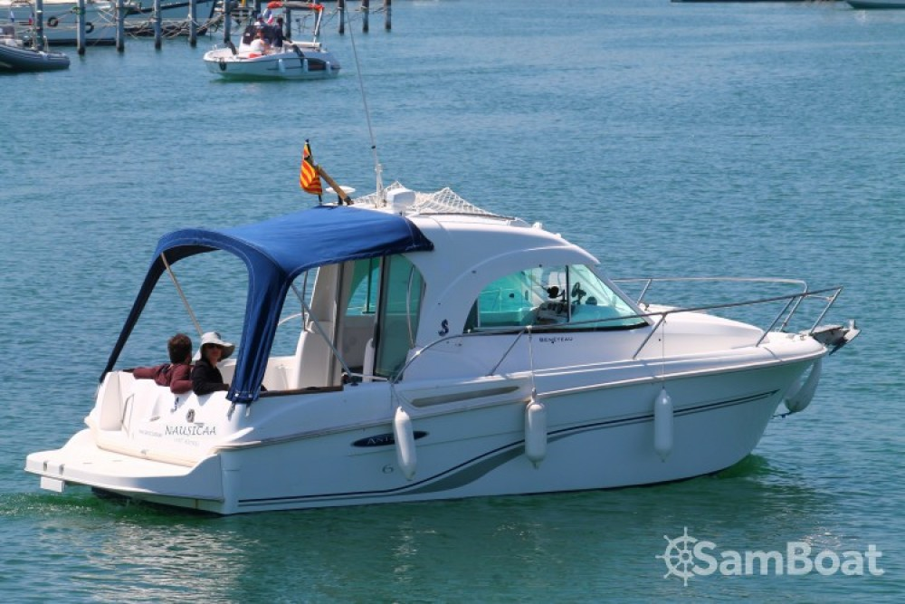 Hire Motor boat with or without skipper Bénéteau Saint-Cyprien