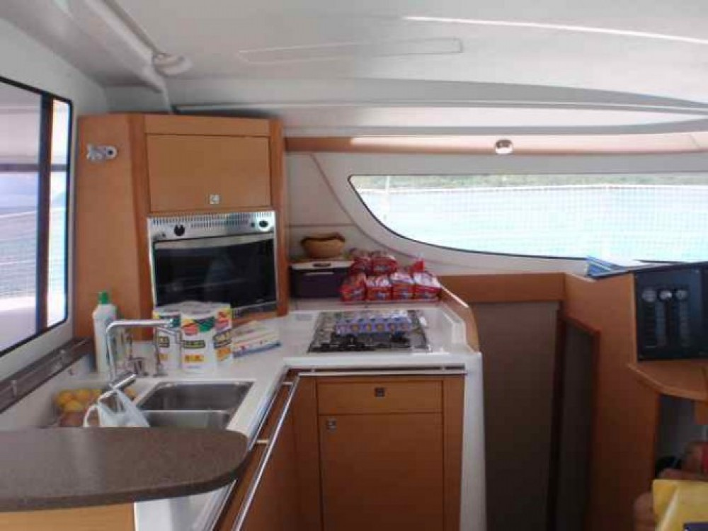 Location Catamaran à Le Marin - Fountaine Pajot Lipari 41
