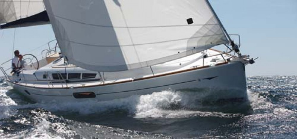 Hire Sailboat with or without skipper Jeanneau Flamanville