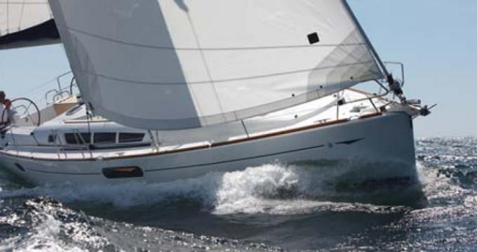 Jeanneau Sun Odyssey 44i zwischen Privatpersonen und professionellem Anbieter Flamanville