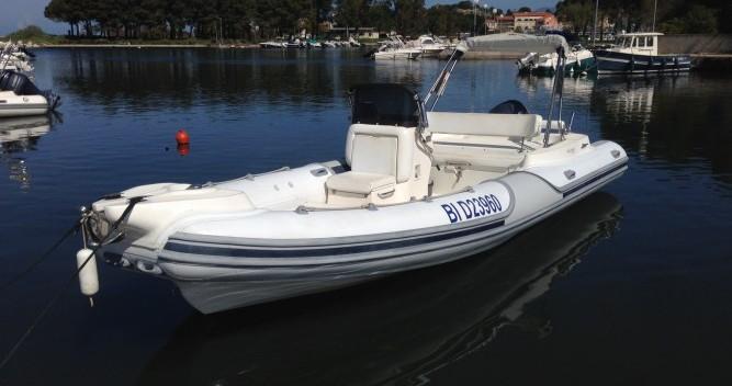 Motonautica Vesuviana MV 780 Comfort zwischen Privatpersonen und professionellem Anbieter Saint-Florent