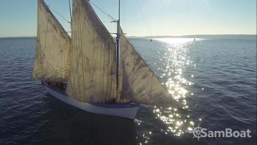Location bateau Toliara pas cher Goélette