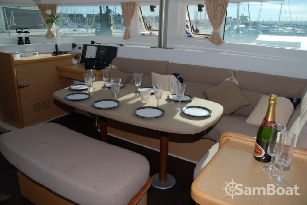 Rental yacht Toulon - Lagoon Lagoon 420 on SamBoat