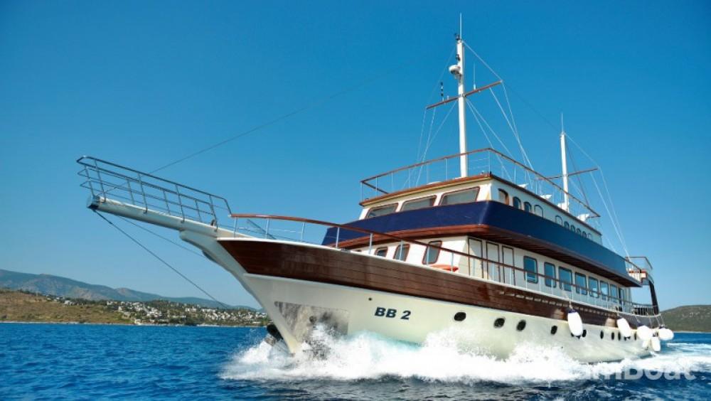 High-Deluxe-Yachts B&B 2 zwischen Privatpersonen und professionellem Anbieter Marmaris