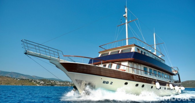 High-Deluxe-Yachts B&B 2 between personal and professional Marmaris