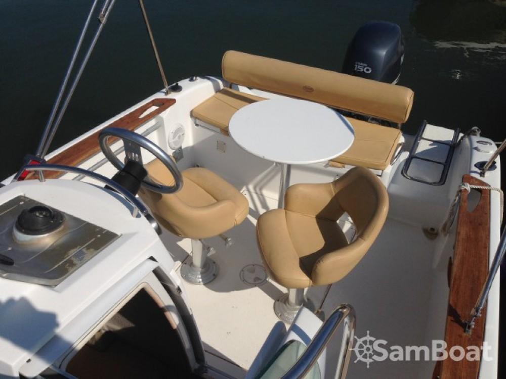 Sessa Marine Key Largo 22 Deck tra personale e professionale Agde