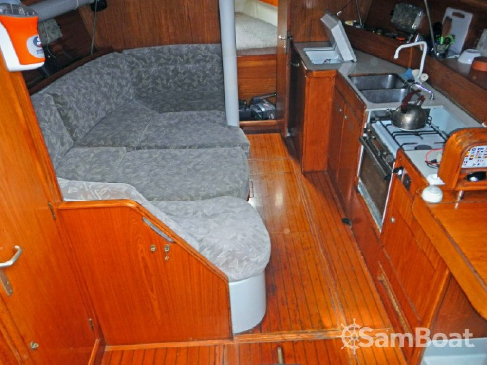 Jeanneau Voyage 11.20 between personal and professional Lávrio