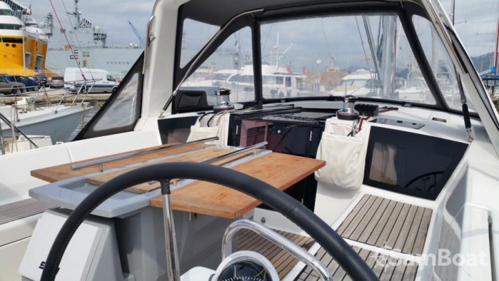 Bénéteau Oceanis 41 zwischen Privatpersonen und professionellem Anbieter Toulon