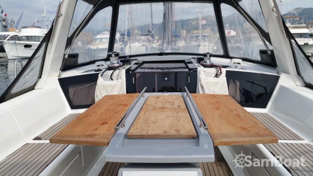 Boat rental Bénéteau Oceanis 41 in Toulon on Samboat