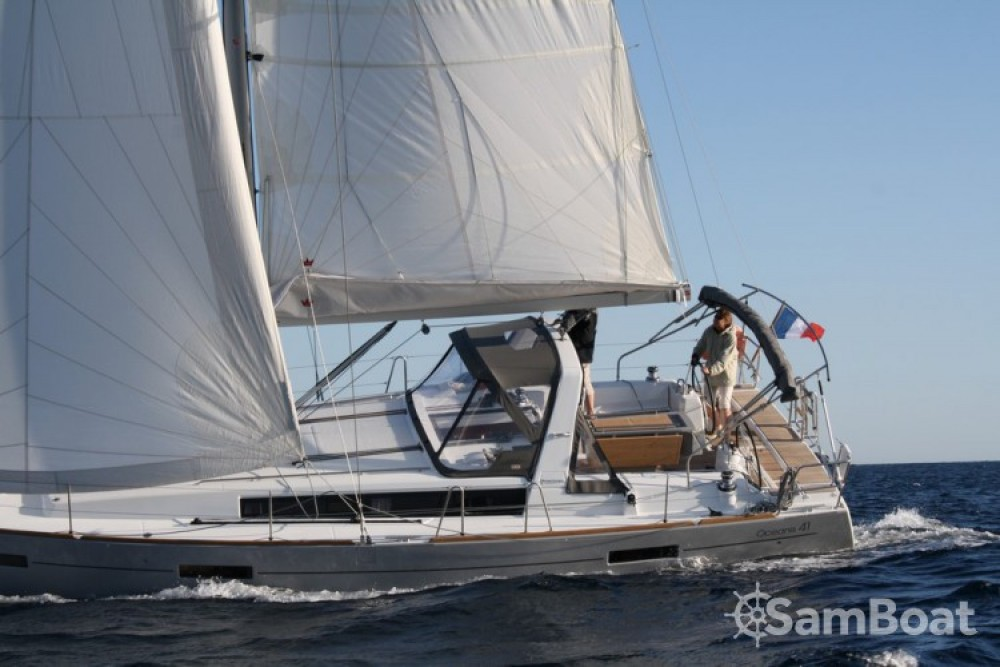 Bénéteau Oceanis 41 between personal and professional Toulon
