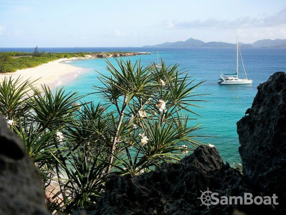 Catamaran for rent Les Trois-Îlets at the best price