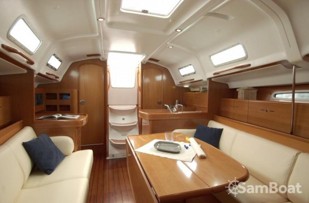 Location yacht à La Trinité-sur-Mer - Bénéteau First 36.7 sur SamBoat