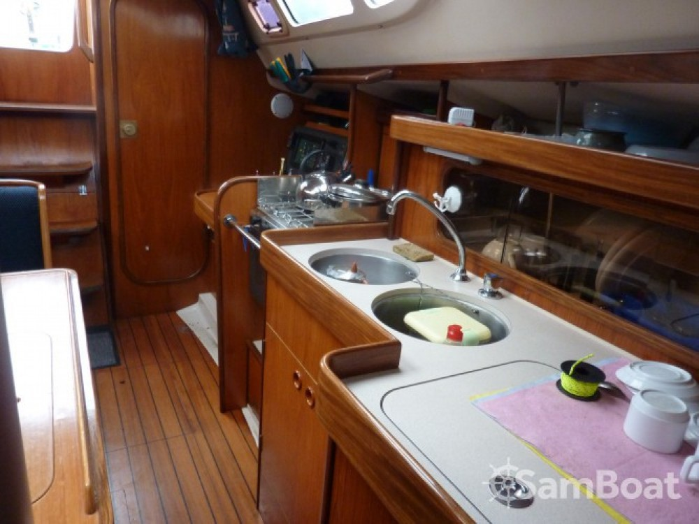 Sailboat for rent Mortagne-sur-Gironde at the best price