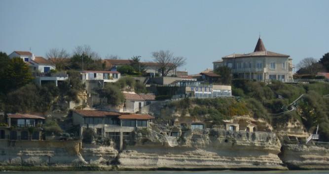 Louer Voilier avec ou sans skipper Bénéteau à Mortagne-sur-Gironde