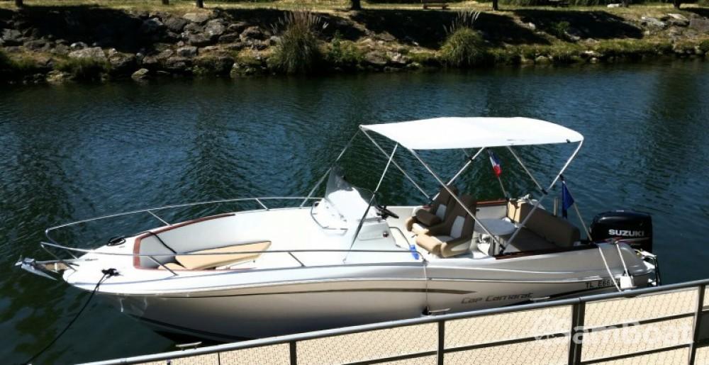 Location bateau Cannes pas cher Cap Camarat 750