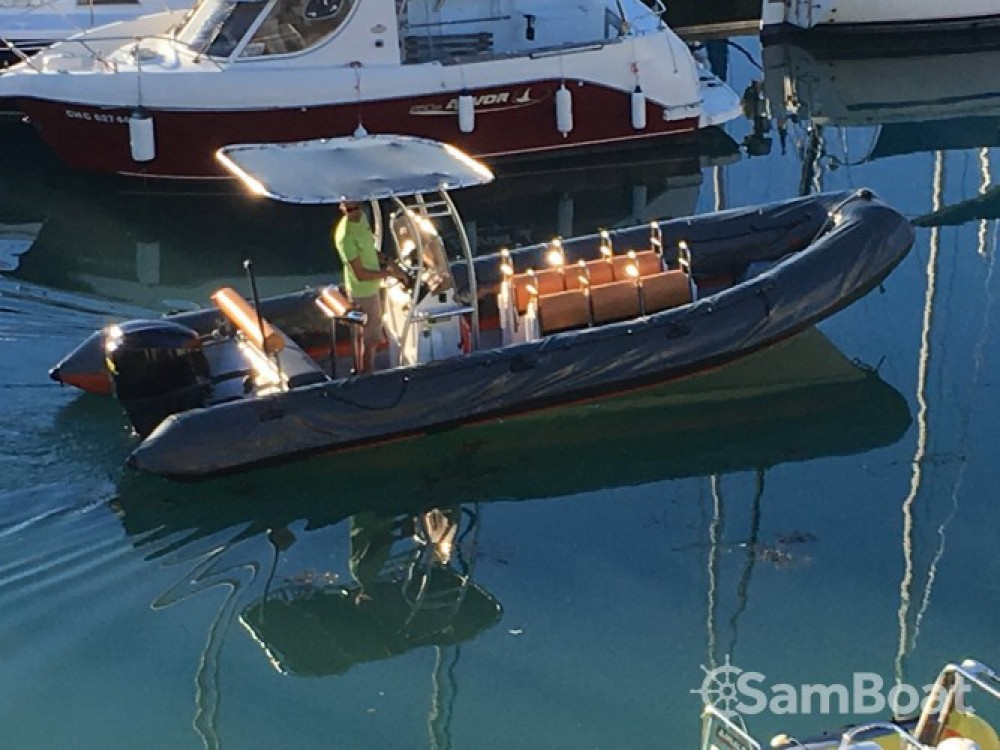 Louer Semi-rigide avec ou sans skipper Valiant à Granville
