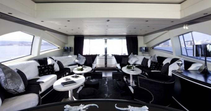Louer Yacht avec ou sans skipper Mangusta à Cannes
