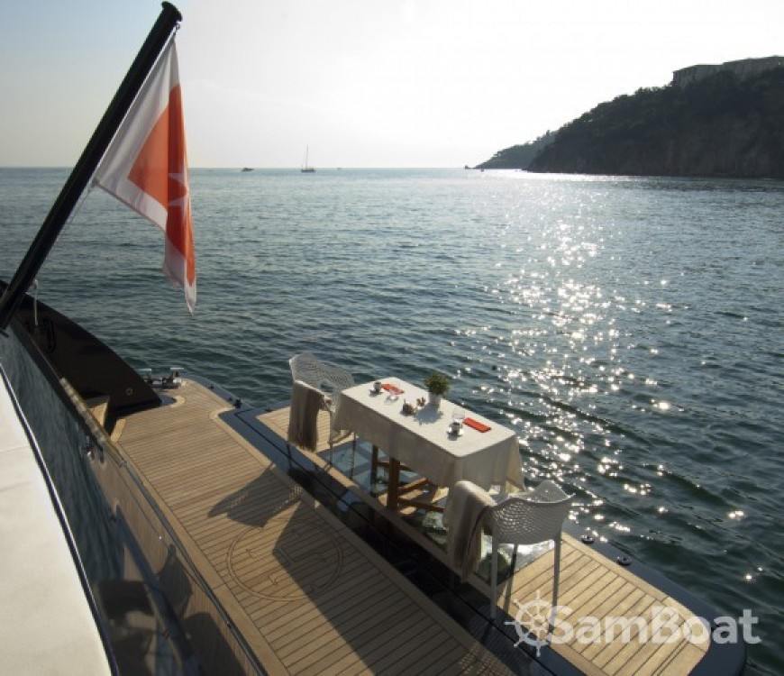 Location bateau H-Luxury-Yachting Luxury Yachting à Cannes sur Samboat