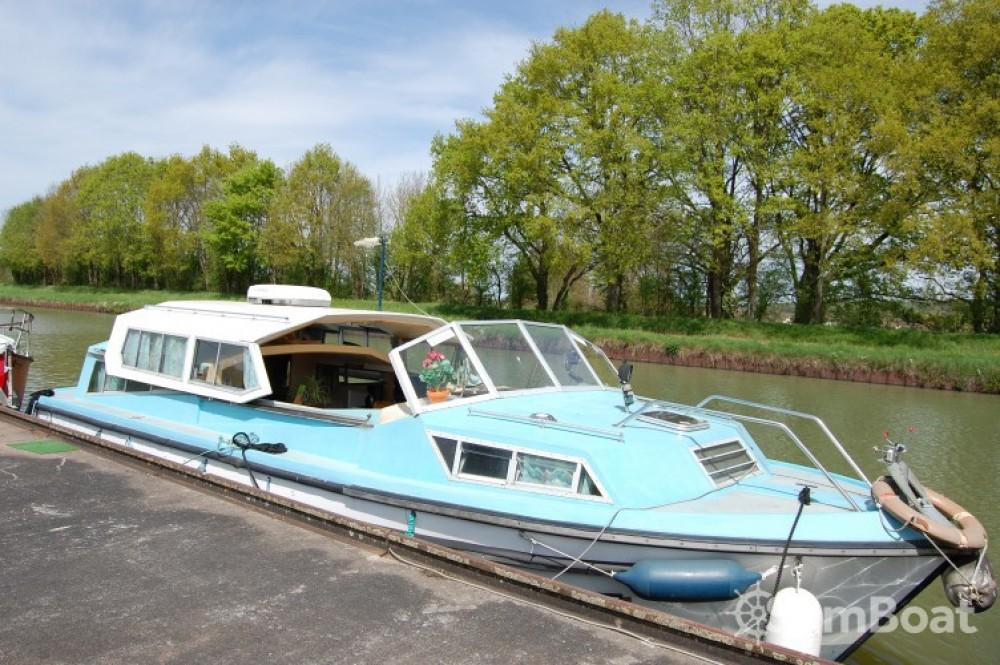 Huur Motorboot met of zonder schipper Bucaner in Cuffy