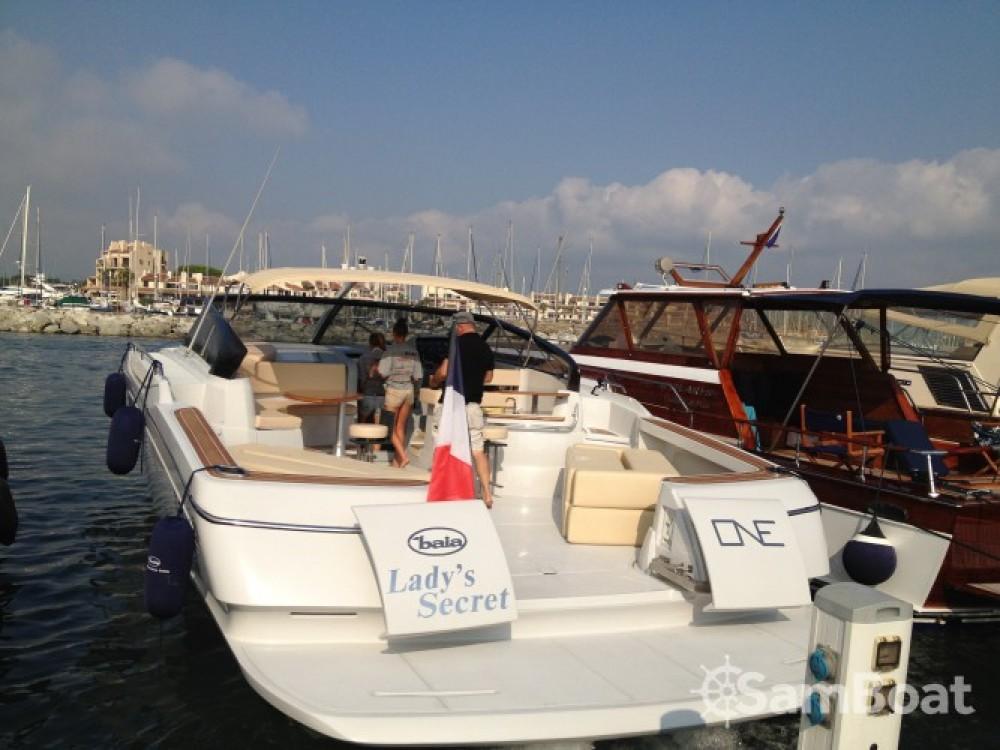 Louer Bateau à moteur avec ou sans skipper Baia à Calvi