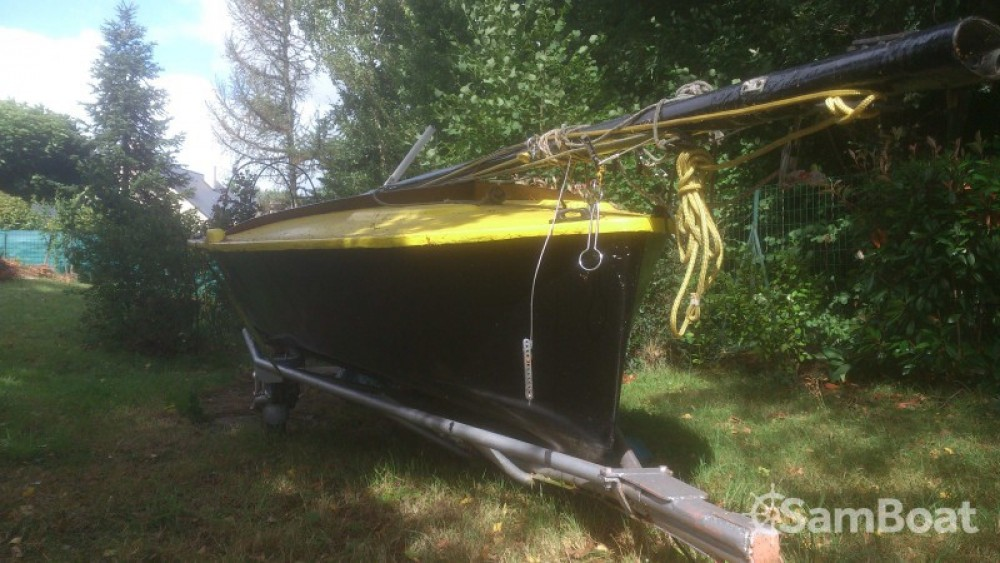 Sailboat for rent Sucé-sur-Erdre at the best price