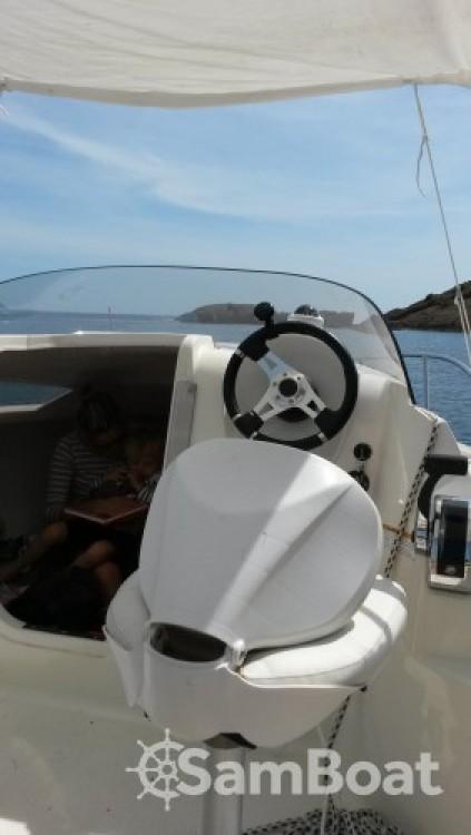 Louez un Quicksilver Activ 470 Cabin (permis bateau obligatoire) à La Ciotat